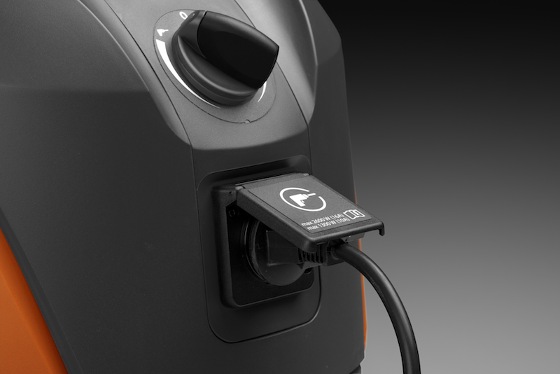 Power outlet with automatic start/stop